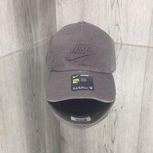 ❤️ Rare NWT Nike Heritage 86 Strapback Hat Cap